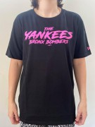 Camiseta New Era Yankees Bomber Preta/Pink